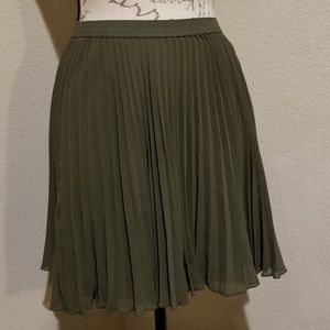 NWT Hollister Pleated Skirt Size Large
